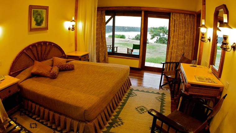 Suite Bed room - Mweya Luxury Lodge
